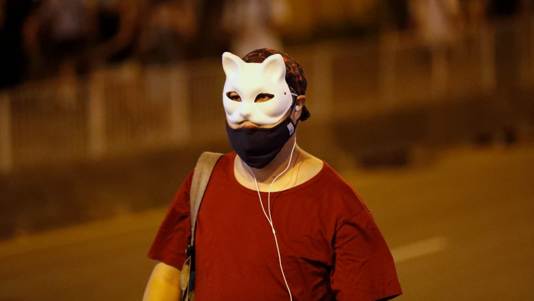 Foto: Manifestantes usan máscaras durante marchas en Hong Kong. (AP)