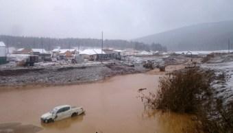 Foto: El derrumbe, ocurrido en medio de fuertes lluvias, se registró a las 06:00 horas locales (23:00 GMT) cerca de la aldea Shchetinkino, 19 de octubre de 2019 (AP)