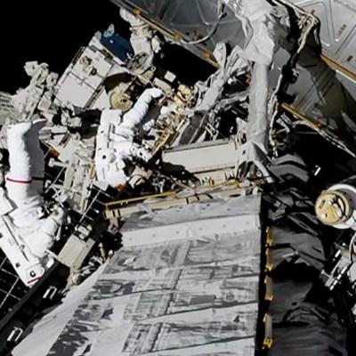 Mujeres astronautas completan histórica primera caminata espacial y Trump las felicita