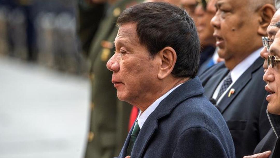 Imagen: El ejecutivo filipino no reveló si ha sufrido afectaciones graves por la miastenia, pero en anteriores ocasiones confesó que padece diferentes problemas de salud, 6 de octubre de 2019 (EFE)