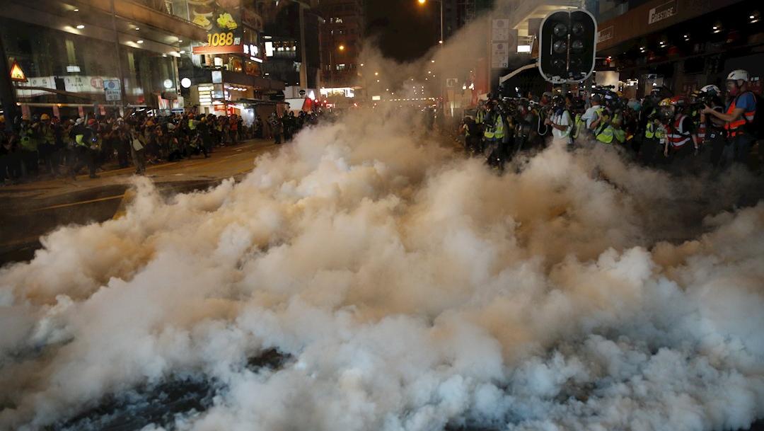 La policía de Hong Kong dispersó con gases lacrimógenos, 27 octubre 2019