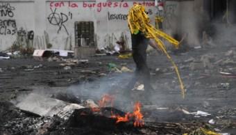 Foto: Ayer sábado 12 de octubre, las protestas tuvieron su punto más fuerte con una violenta jornada que empezó con duros enfrentamientos en el centro de la capital,13 de octubre de 2019 (EFE)