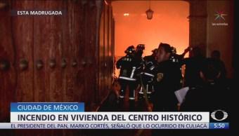 Rescatan a familia durante incendio en CDMX
