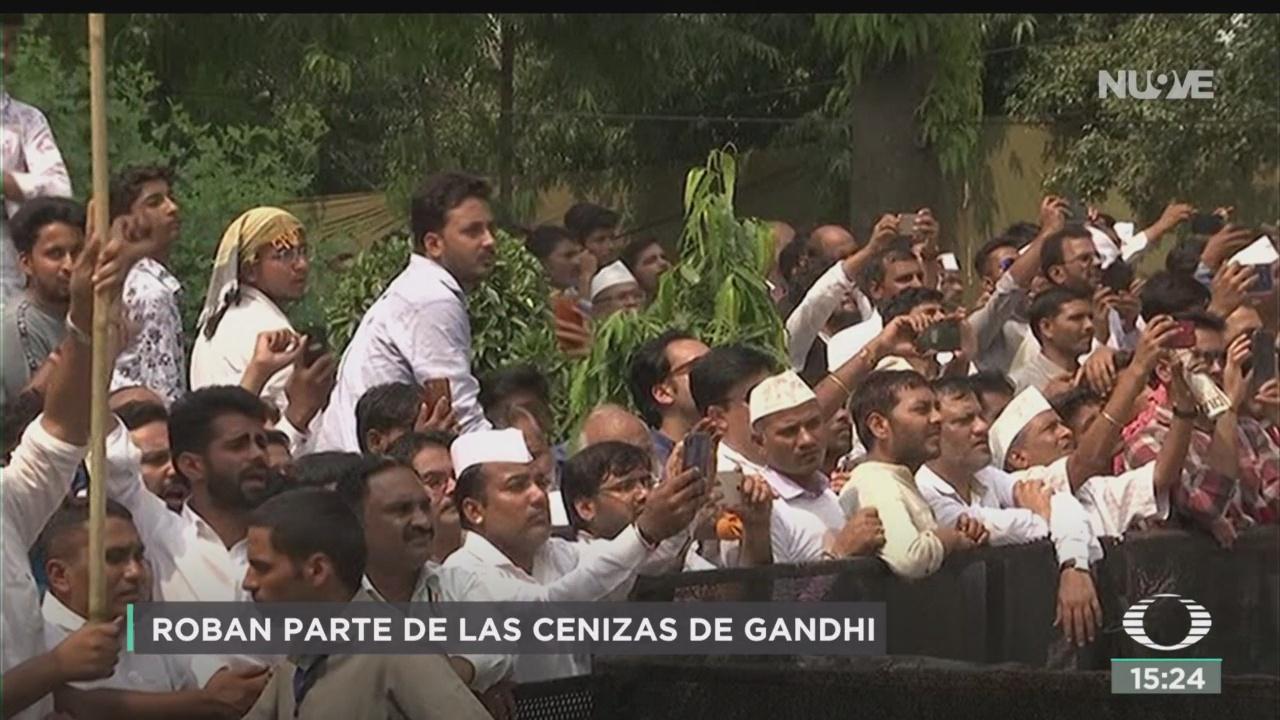 FOTO: Roban parte cenizas Gandhi India