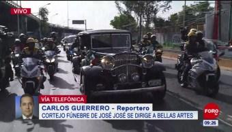 Sale cortejo fúnebre de José José del AICM