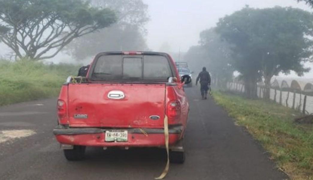 Foto: Al llegar los policías encontraron una camioneta con placas del estado de Veracruz, y en el interior los tres cadáveres, 13 de octubre de 2019, (Valor Por Tamaulipas)