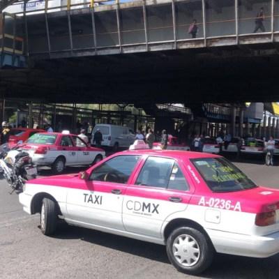 Taxistas bloquean Avenida Central, reportan agresiones contra automovilistas