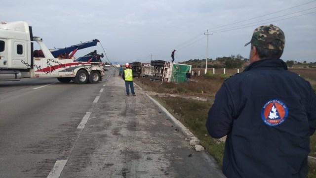 Fotos: Al lugar llegó personal de Protección Civil, Capufe y policía federal, 26 de octubre de 2019 (Noticieros Televisa)