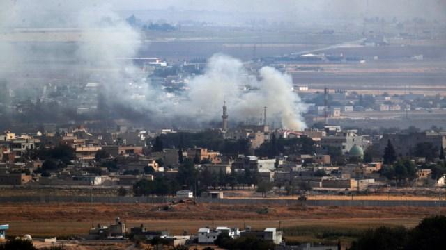 """FOTO Trump: Fuerzas de EU han """"abandonado mayormente"""" Siria; en la imagen, la ofensiva turca contra los kurdos (AP)"""