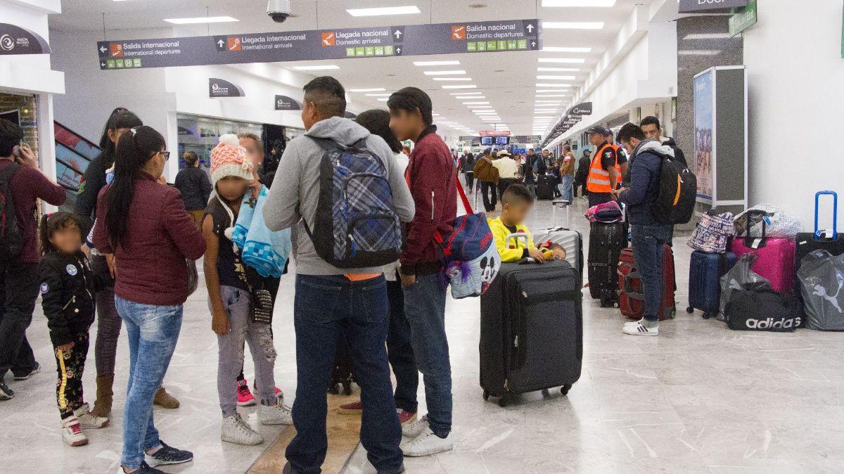 Viajeros en el AICM