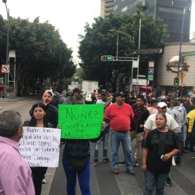 Comerciantes ambulantes bloquean Insurgentes y Eje 3