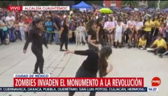 FOTO: Zombies invaden Monumento a la Revolución, 19 octubre 2019