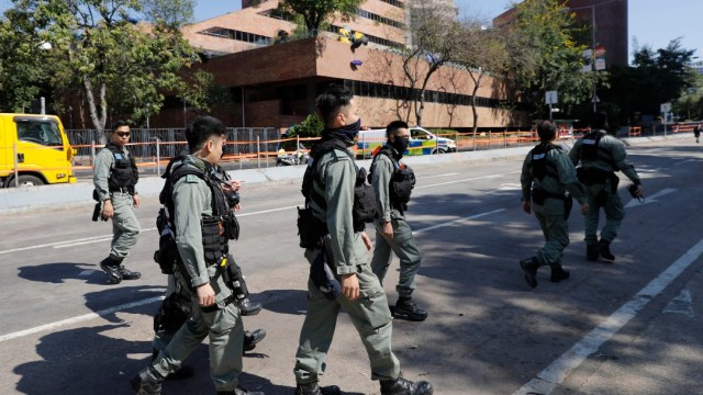 Tras 12 días policía de Hong Kong reabre universidad sitiada