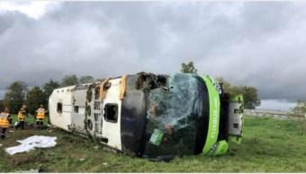 Foto: Autobús vuelca y deja 33 heridos en Francia, 3 de noviembre de 2019 (AFP)