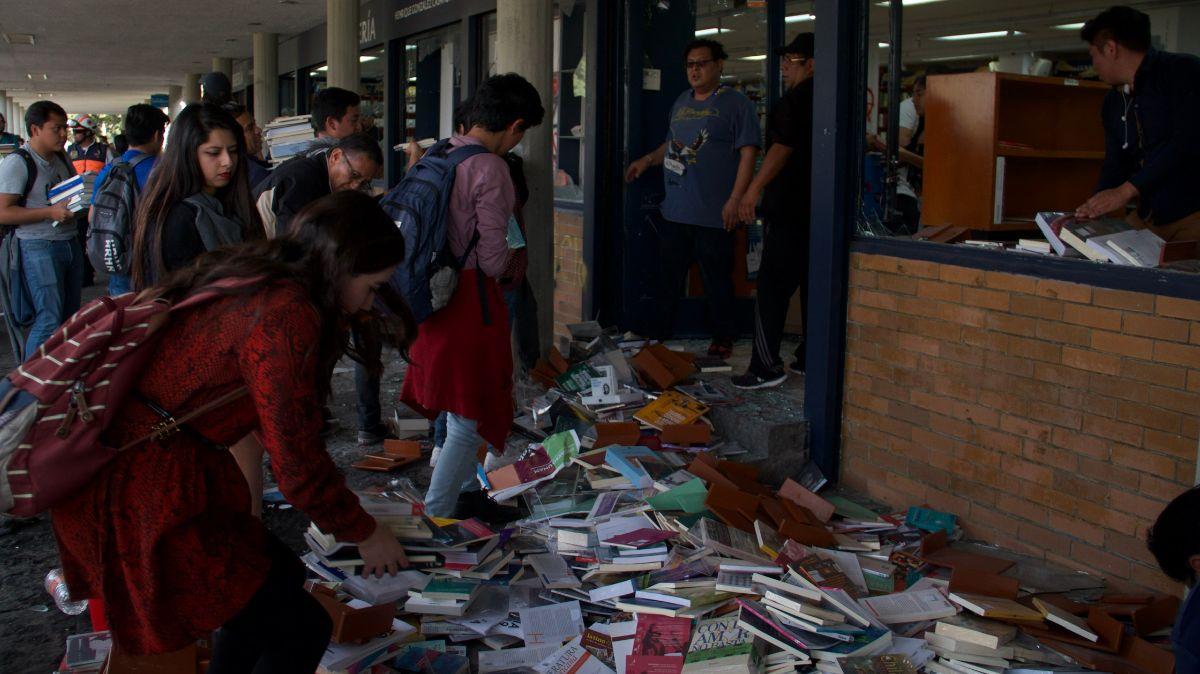 Vandalizaran librería ubicada frente al edificio de Rectoría