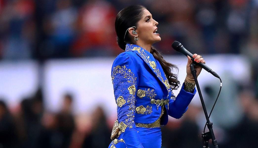 Foto NFL en México Ana Bárbara se equivoca al cantar el Himno Nacional 19 noviembre 2019
