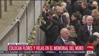 FOTO: Angela Merkel deja flor en memorial durantge aniversario por caída del Muro de Berlín, 9 noviembre 2019