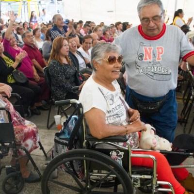Anuncia AMLO iniciativa para incluir pensiones y becas en Constitución