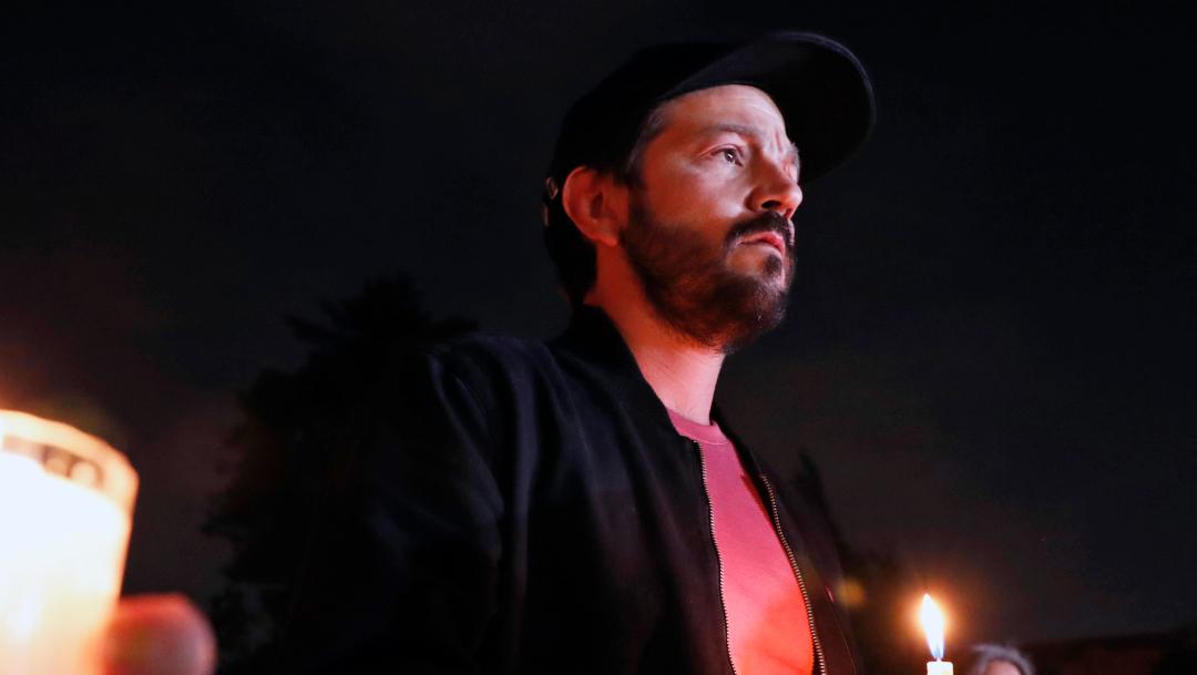 Diego Luna participa en marcha 'Por los que ya no están'. (AP)
