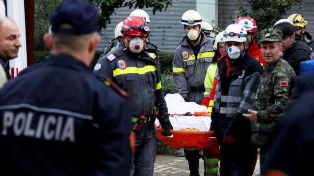 Asciende a 40 el número de muertos por el sismo en Albania