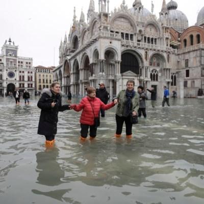 Cambio climático, causa de marea récord en Venecia, dice alcalde