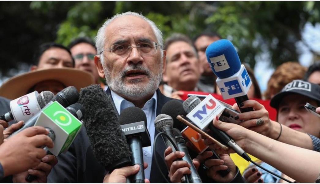 Imagen: Carlos Mesa celebró la renuncia de Evo Morales, 10 de noviembre de 2019 (EFE)