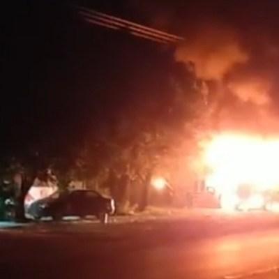 Comando armado incendia dos tráileres en Iguala, Guerrero