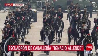 FOTO: Desfila escuadrón Caballería Ignacio Allende,