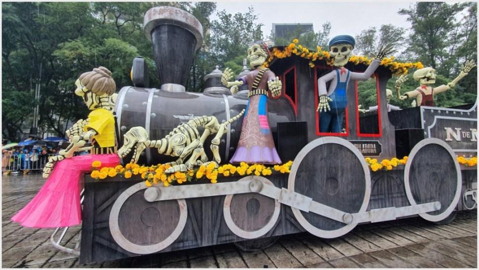 Foto: Locomotora del colectivo 'El Volador' en Mega Desfile de Día de Muertos, 2 de noviembre de 2019 (Secretaría de Cultura)