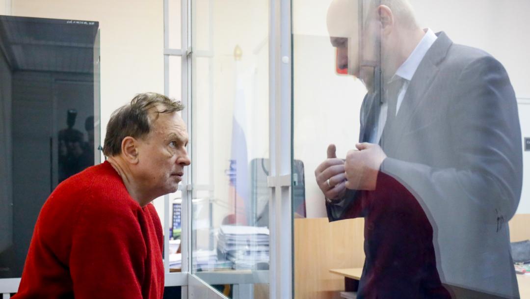 Imagen: Sokolov fue detenido la semana pasada en San Peterburgo, cuando intentaba deshacerse del cuerpo de su exalumna Anastasia Yéschenko, de 24 años, 13 de noviembre de 2019 (AP)
