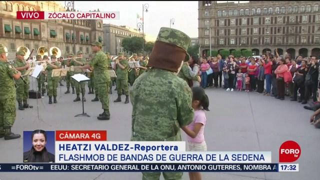 FOTO: Ejército realiza flashmob bandas guerra Zócalo