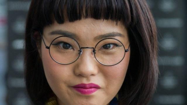 Foto: Empresas japonesas prohíben a mujeres usar anteojos