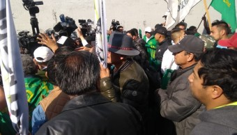 Foto: Empujones entre campesinos y policías en Cámara de Diputados