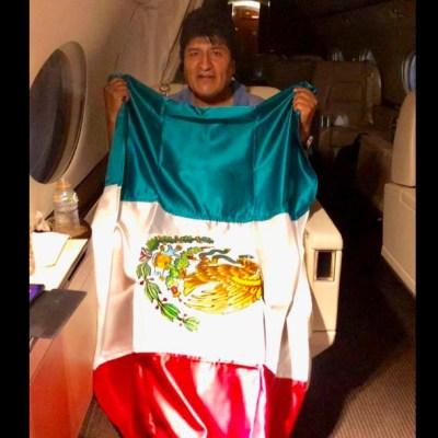 Avión que transporta a Evo Morales despega de Paraguay rumbo a México