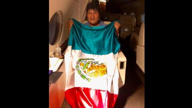 Foto: Avión que transporta a Evo Morales despega de Paraguay rumbo a México