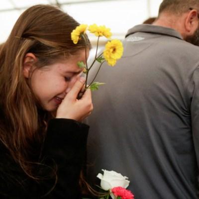 Furiosos e indignados, familia LeBarón entierra a víctimas de masacre en Sonora