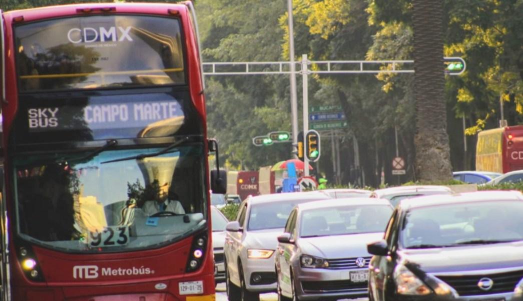 Imagen: La restricción vehicular está vigente para los automóviles con engomado verde, terminación de placas 1 y 2