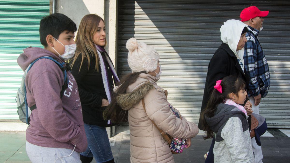 Foto: Varias personas se cubren del frío en la Ciudad de México. Cuartoscuro