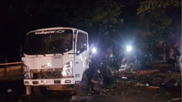 Foto: El camión quedó destruido y quemado en calles del municipio de Santander de Quilichao, Colombia