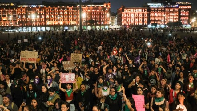 Foto: Colectivos feministas realizan mitin el Zócalo de la Ciudad de México. Cuartoscuro