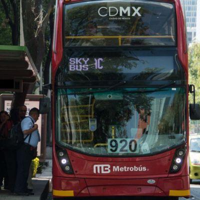 Exfuncionarios de Mancera son investigados por publicidad en Metrobús