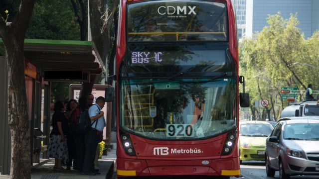 Foto: Un Metrobús de la Línea 7 circula sobre avenida Paseo de la Reforma, en la Ciudad de México. Cuartoscuro/Archivo