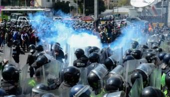 Foto: Policías federales y agentes capitalinos se enfrentaron afuera del Aeropuerto Internacional de la Ciudad de México. Cuartoscuro