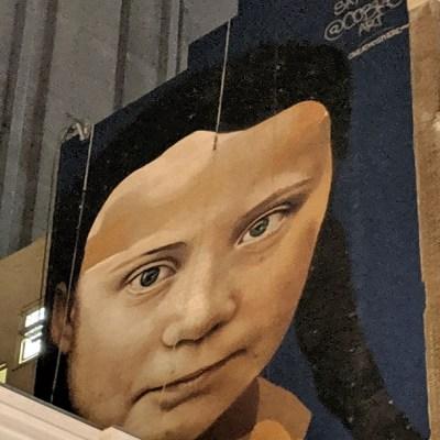 Pintan un mural gigante de Greta Thunberg en el centro de San Francisco