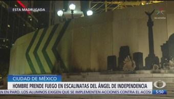 Hombre riega combustible y prende fuego al Ángel de la Independencia