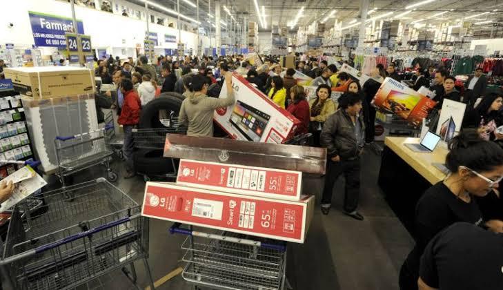 Foto: Walmart vende pantallas a precio de remate por 'oferta accidental', 15 de noviembre de 2019 (Twitter @puntoyapartegto)