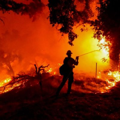Nuevo incendio amenaza a California; desalojan a miles de personas