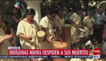 Indígenas mayas despiden a sus muertos en Yucatán