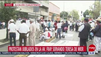 FOTO: Jubilados protestan bloquean avenida Fray Servando Teresa Mier