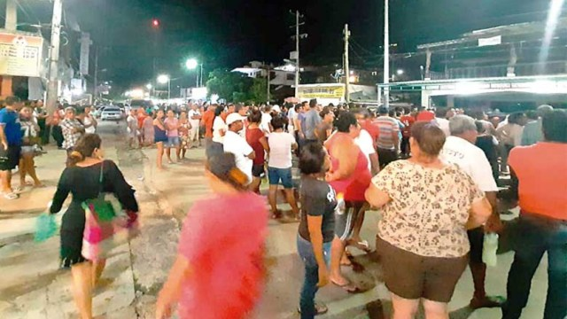 Foto: Cerca de mil ciudadanos se reunieron en el poblado Kilómetro 30, en Guerrero, para bloquear los accesos a esta comunidad ante la supuesta amenaza de que hombres armados irrumpirían en el poblado